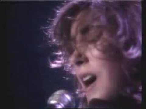 """How Am I Supposed To Live Without You"" Laura Branigan Live"