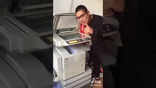 Thanh niên nghịch ngu với máy photocopy và kết quả thật bất ngờ!!!😁😁😁