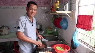 HAI CHA CON ĂN CƠM VỚT THỊT CHIÊN SẢ ỚT | 7 Thuận #50