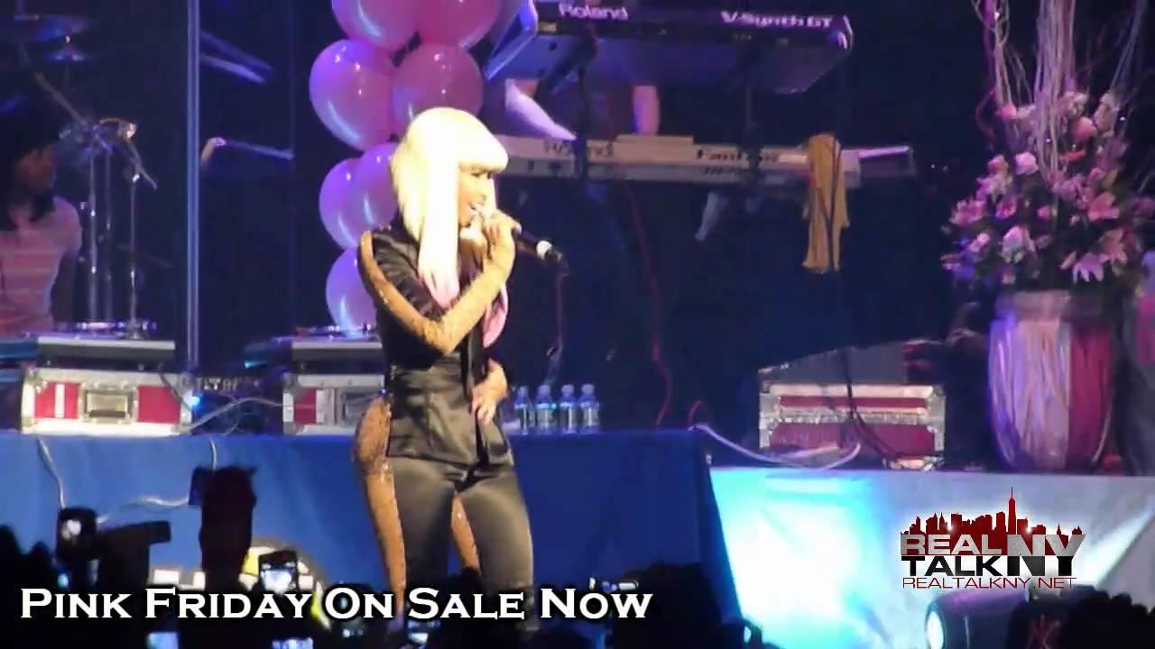 image Nicki minaj ass grabbed on stage