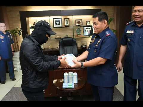 PNP rewards 2 tipsters with cash