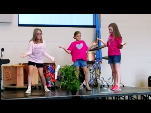 Мы споём и спляшем и на дудке подудим! Показ детских талантов в Американской школе. США.