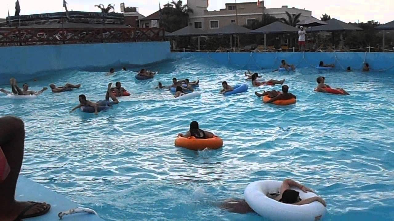 Termas de federaci n piscina de olas con for Piscina de olas