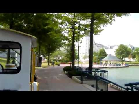 Met de trein rond Disney Lake bij Disneyland Paris naar het hotel.