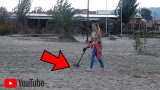 Loads Of Awesome Finds & Meeting Subscribers! / Metal Detecting (Garrett ACE 250) Beach Detecting