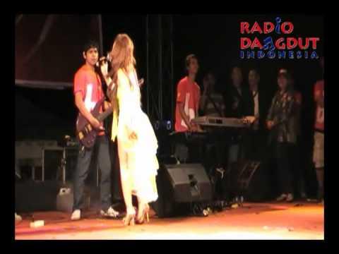 Lisa - Keong Racun di Goyang Paskhas Radio Dangdut Indonesia 2010