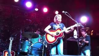 Watch Terri Hendrix Moon On The Water video