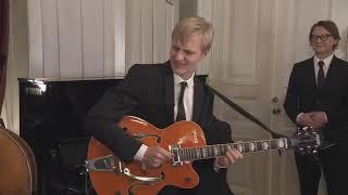 "Jazz Guitarist Plays ""The Lick"" For Finnish President Sauli Niinistö - Linnan Juhlat 2018"