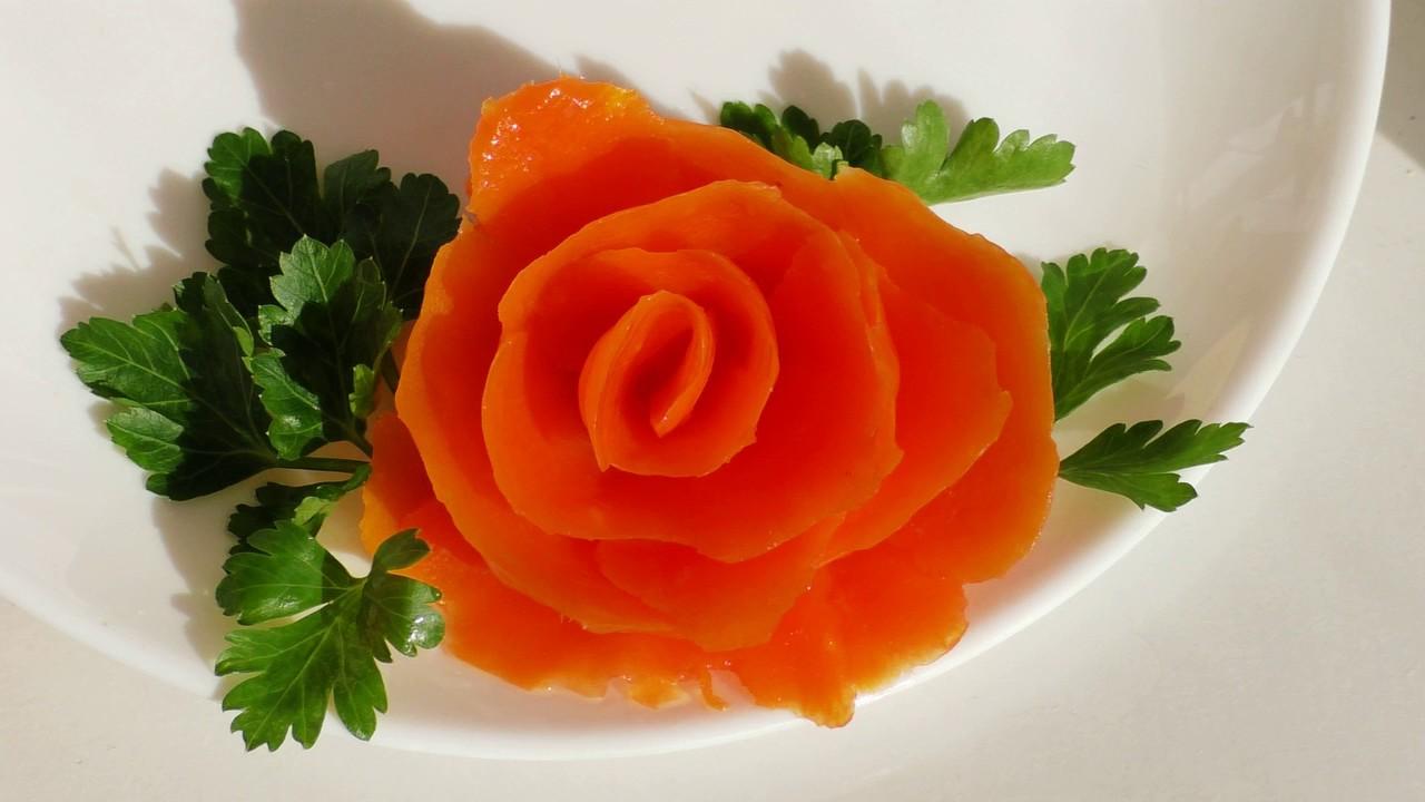 Как сделать розочки из моркови на салат