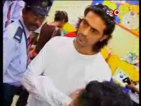 Arjun Rampal makes teddy-bears Video