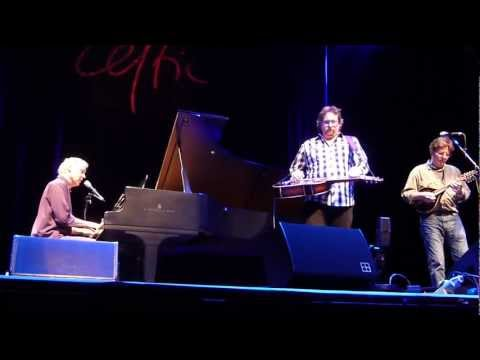 Bruce Hornsby, Jerry Douglas, Tim O'Brien - 'Mandolin Rain' live (Celtic Connections 2012)