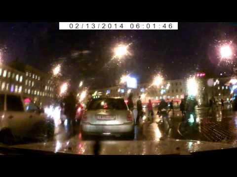 Драка водителя и пешехода напротив поста ДПС