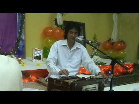 Sri Ajnish Rai sings tere siva prabhu koi nahi hain at Port of spain Sai Center