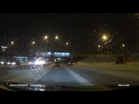 Водитель-девушка идущего впереди автомобиля, видимо, резко вспомнила о заправке!!!