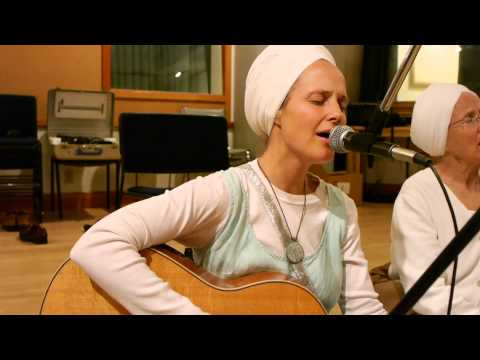 Snatam Kaur Interview & Chants with David Kukkola