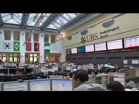 Fitch déclasse UBS et surveille les banques françaises