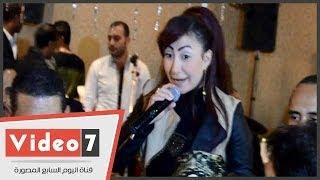 بالفيديو.. بوسى ترقص وتغنى «عبده» فى فرح شقيق إيناس عز الدين