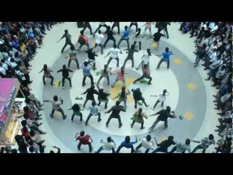 Takshak'12 Flashmob at Oberon Mall,Kochi,on 21-9-12 Friday (Official Video)