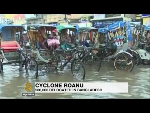 Deaths as Cyclone Roanu pounds Bangladesh