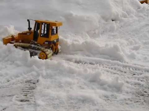 RC Bruder CAT D5 Bulldozer in the snow