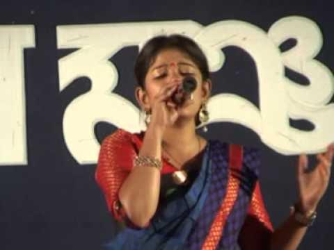 Ami je jalsa gharejagorone bhibabori sung by Alokananda sengupta...