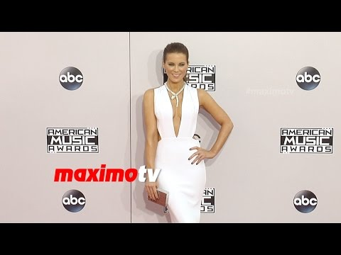 Kate Beckinsale | 2014 American Music Awards | Red Carpet Arrivals