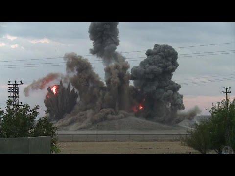 Air strike targets IS militants on a hill in Kobane - YouTube