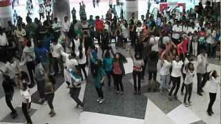 Flash mob dance at Mantri mall on recycling by MSRIT green champs! part 3
