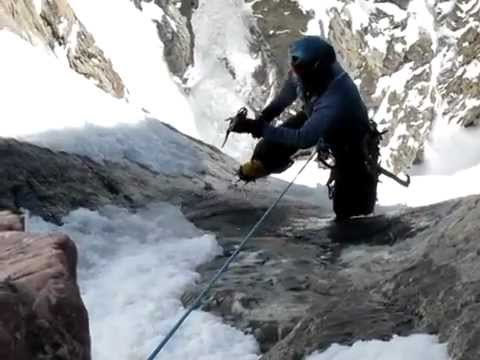 Mountain climber saved at last second from near-fatal fall - Nerve-racking rescue caught on video