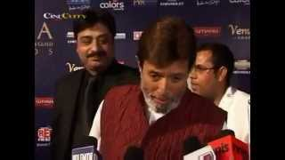 Mushahid Pasha & Rajesh Khanna at 7th Chevrolet Apsara Awards 2012..flv