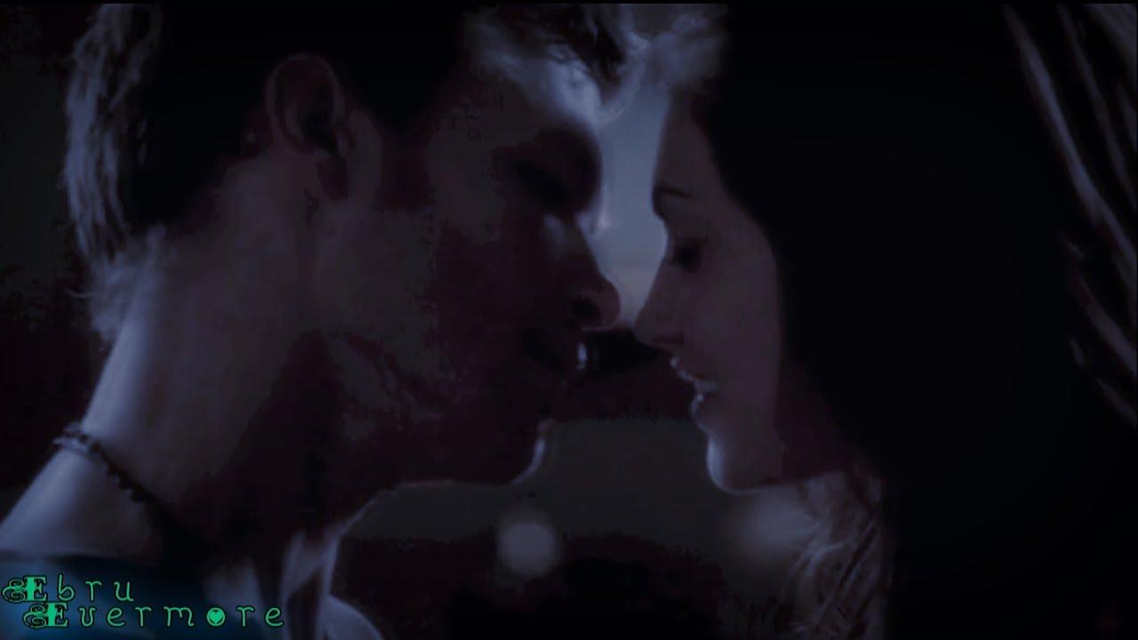 Klaus & Hayley (Th...