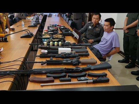 ผบช.ภ.2 แถลงจับผู้ต้องหาค้าอาวุธปืน-ยาบ้าข้ามชาติ ยึดอาวุธปืนสงครามจำนวนมาก