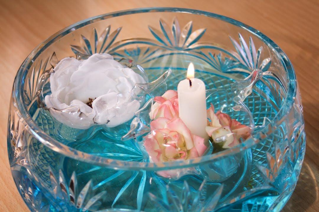 Centros mesa arreglos florales velas esferas manzanas con for Decoracion de velas