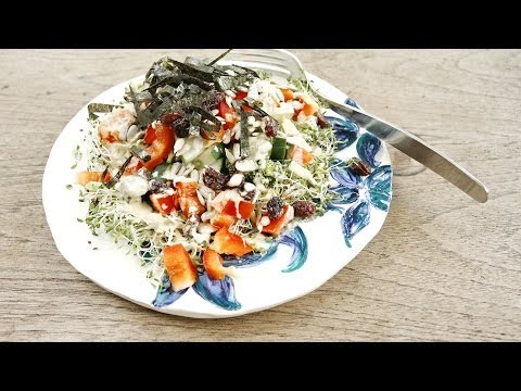 Balsamic-Dressed Salad With Alfalfa Sprouts (Easy Light Lunch Recipe)
