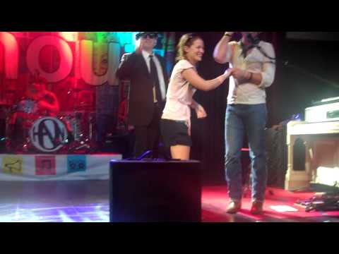 Taylor Hanson brings Holly on stage to dance during Give A Little and kisses her on the cheek!