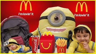 McDonalds Happy Meal with the Minions | The Minion Family in Mcdonalds