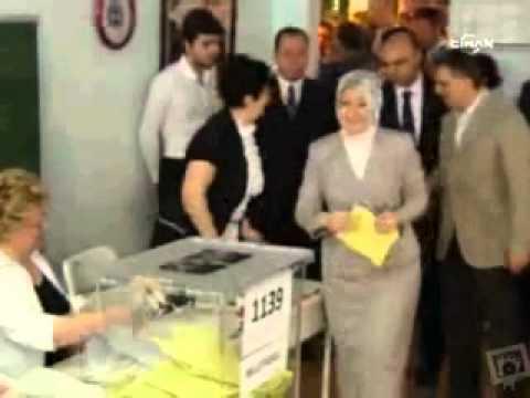 Cumhurbaşkanı Gül ve eşi Hayrünnisa Gül Oyunu Kullandı [12-06-2011]