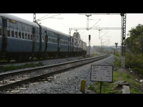 [HD]: Kochuveli Bangalore Express meets LAZY Lalbagh Express @ Whitefield