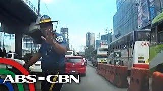 TV Patrol: Pulis, nagmura at nanampal umano ng babaeng motorista  from ABS-CBN News