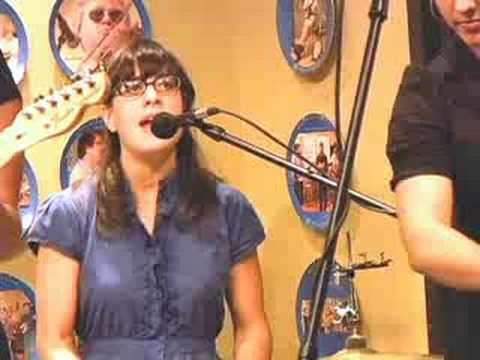 """The Figs Perform """"Spooning In The Twilight"""" At WDVX"""