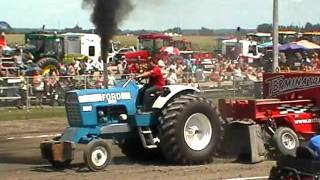 Ford 9600 pulling St-Damase 2011 part 2