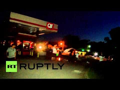 USA: 'This is no longer a peaceful protest' - police charge on Ferguson protesters