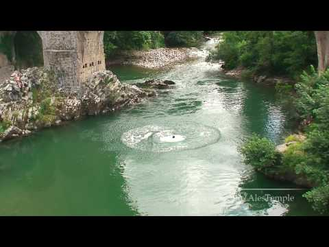 Crazy jump from bridge - Cangas de Onis