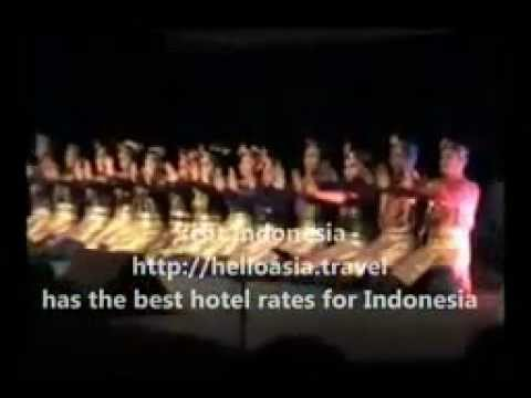 Tari Saman Aceh - Traditional Dance From Aceh, Sumatra, Indonesia
