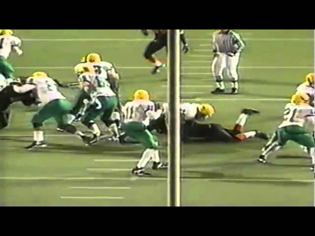 Oregon QB Akili Smith runs for a 12 yard gain vs. Oregon State 11-21-98