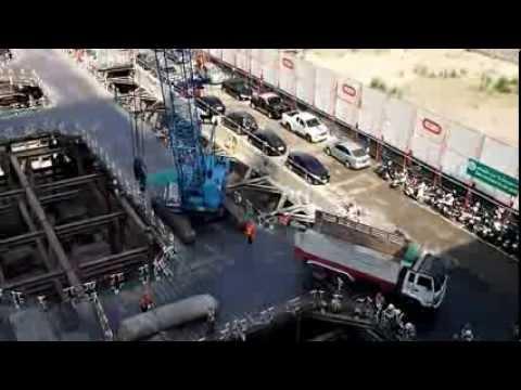 Crawler Crane Kobelco + Komatsu Excavator in Bangkok construction