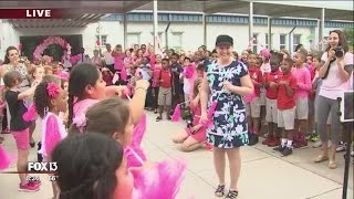 Flash mob welcomes back teacher battling cancer