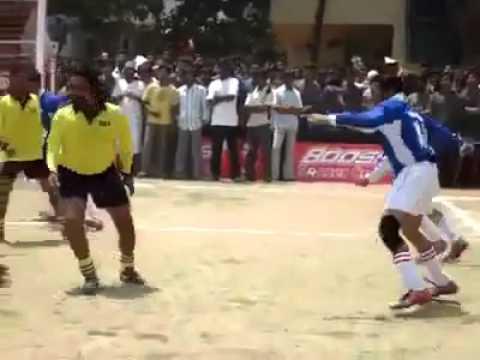 Sillunu Oru Kaadhal Surya plays Football without a Ballin Munbe...