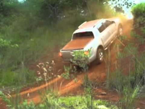 Teste Nova Ford Ranger Limited 2013 - Exercício de subida e descida 4x4