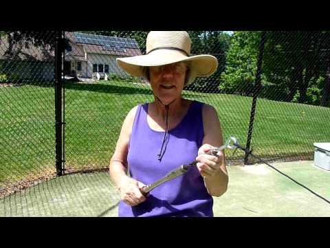 Twisting midi string yarn on the tennis court with Kay